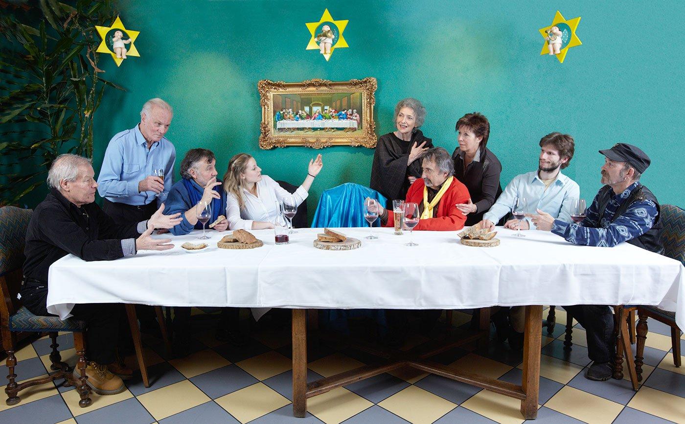 Bockstall-Ausstellung zum Thema «Abendmahl» 2010. Auf dem Bild: Franz Heggli, Max Schaer, Urs Lindenmann, Kunststudentin Sonja Schmidli, Armida Levoni, Silvio Panizza, Edith Müller-Crapp, Urs Krähenbühl.