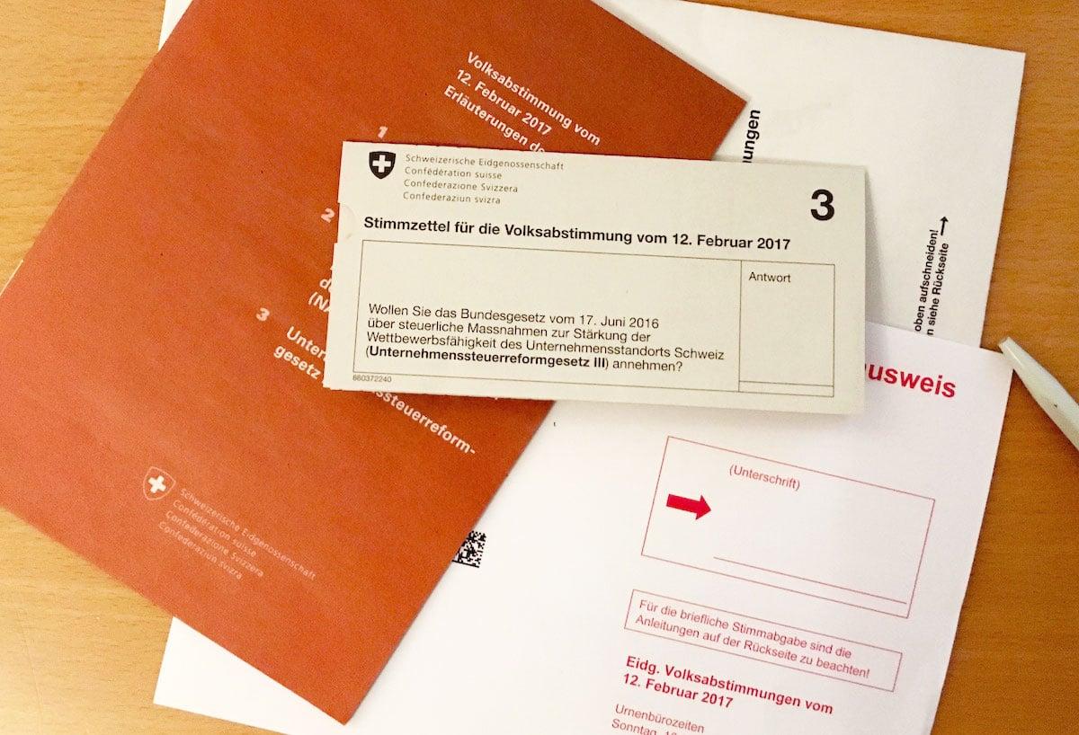 Abstimmungsunterlagen: Am Sonntag stimmt die Schweiz unter anderem über die USR III ab – mit Folgen für Zug.
