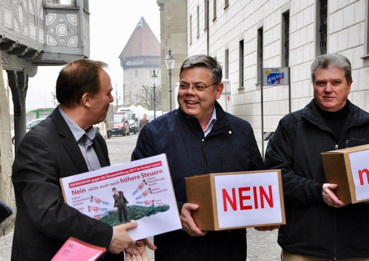 Von links: Richard Koller, Parteisekretär, Franz Grüter, SVP-Nationalrat und Guido Müller, Fraktionschef SVP Kanton Luzern.