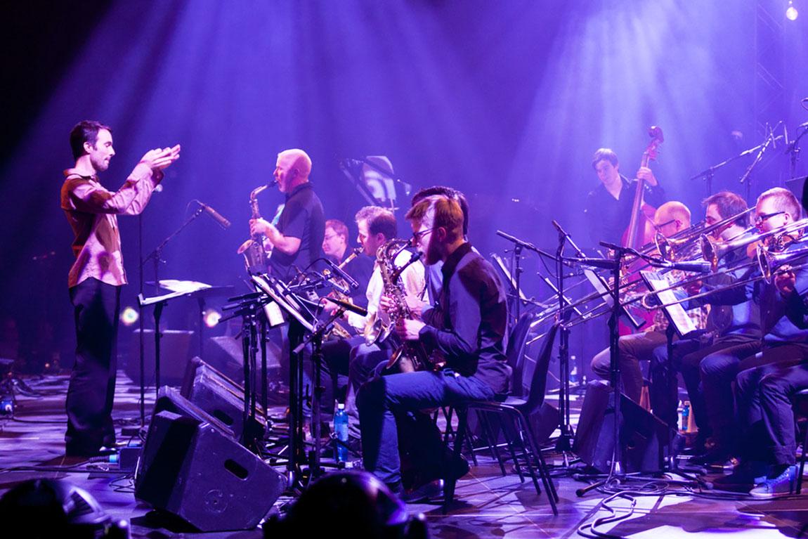 Das Lucerne Jazz Orchestra mit Leiter David Grottschreiber (links) macht es vor: Junge interessieren sich für Jazz.