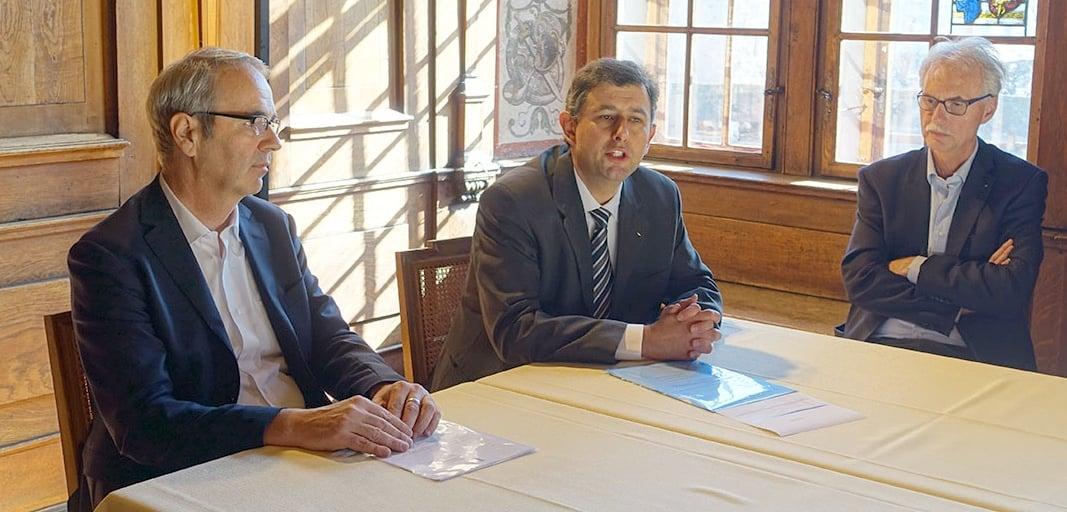 Stadtpräsident Beat Züsli, der künftige Stadtschreiber Urs Achermann und der abtretende Toni Göpfert.