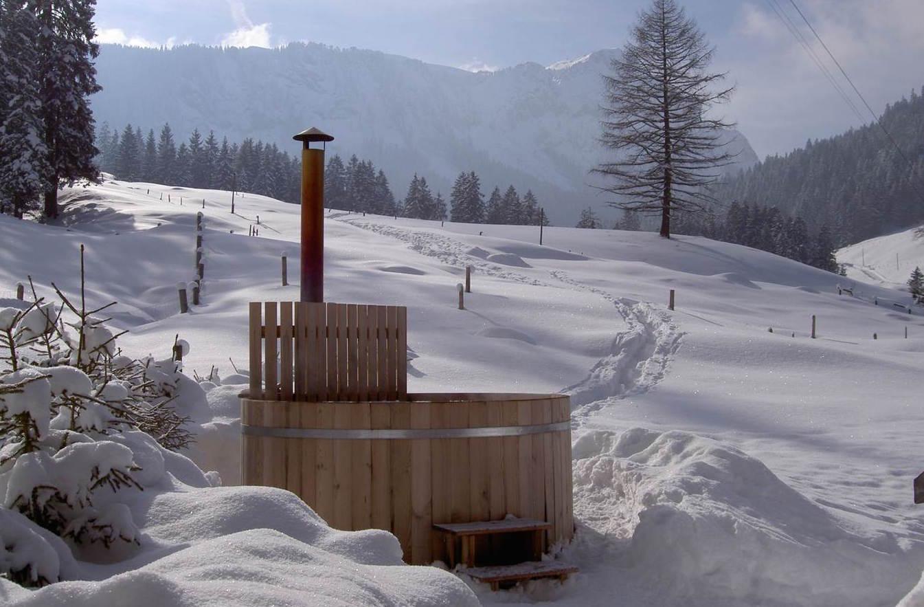Nach der Schneeschuh-Tour in den Badezuber steigen.