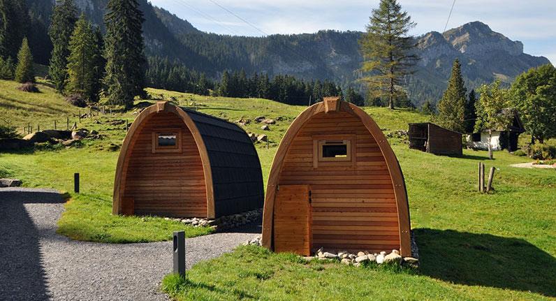 In den «Hüttli» der Alpwirtschaft Unterlauelen kann man auch im Winter übernachten.