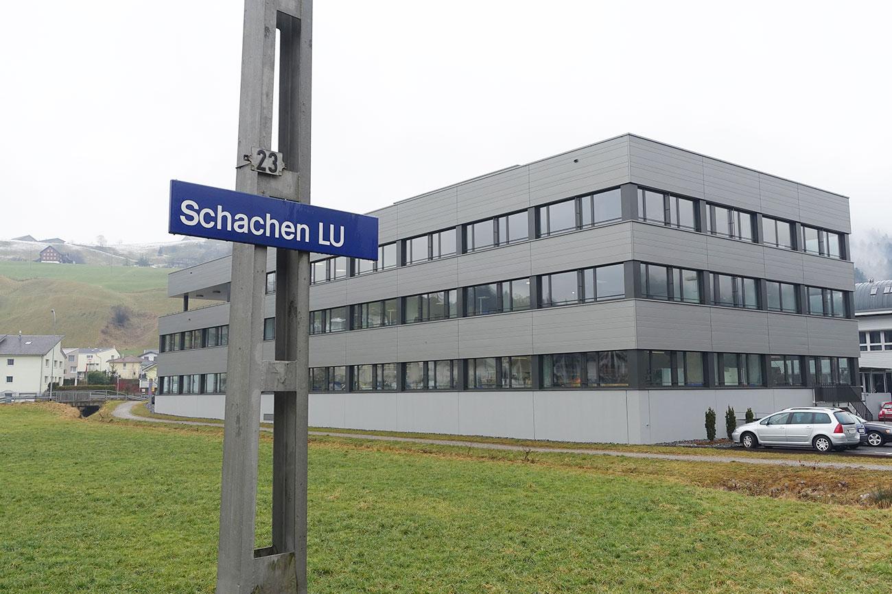 Das neue Gebäude beim Bahnhof Schachen.