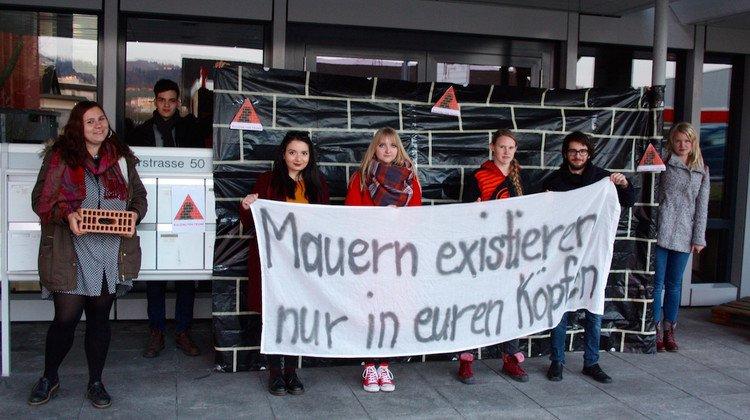 Am Samstag demonstrierten Mitglieder der Zuger Juso vor dem Konzernsitz.
