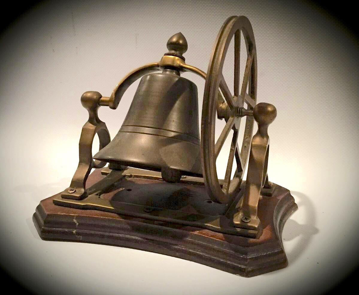 Eine der Allzweckglocken, die unter anderem auch als «safety coffin bells» angeboten wurden. England, 2. Hälfte 19. Jahrhundert. Privatsammlung. (Bild: zvg. Kurt Lussi)