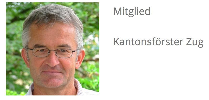 Martin Winkler ist im Stiftungsrat der Bildungswerkstatt Bergwald. Dort ist er noch immer als Zuger Kantonsförster aufgeführt.
