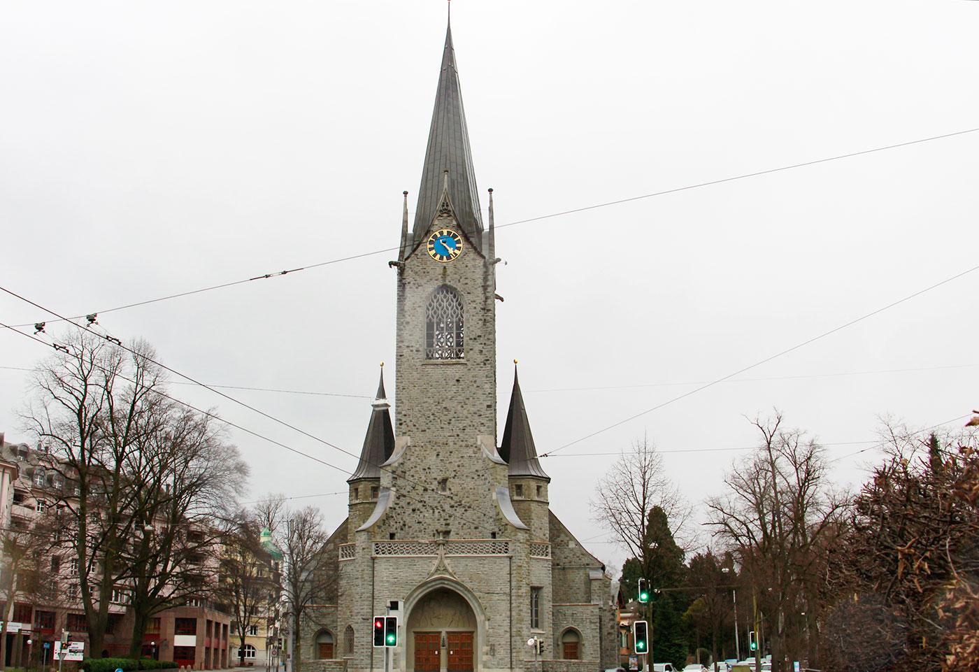 Die Pauluskirche in Luzern, sonntags um 15 Uhr.