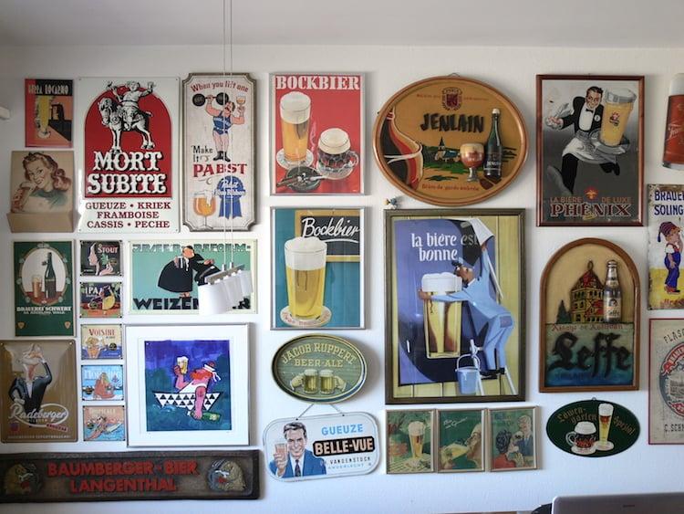 Bier dominiert in Krügels Wohnung. So sehen fast alle Wände in seiner Wohnung aus.