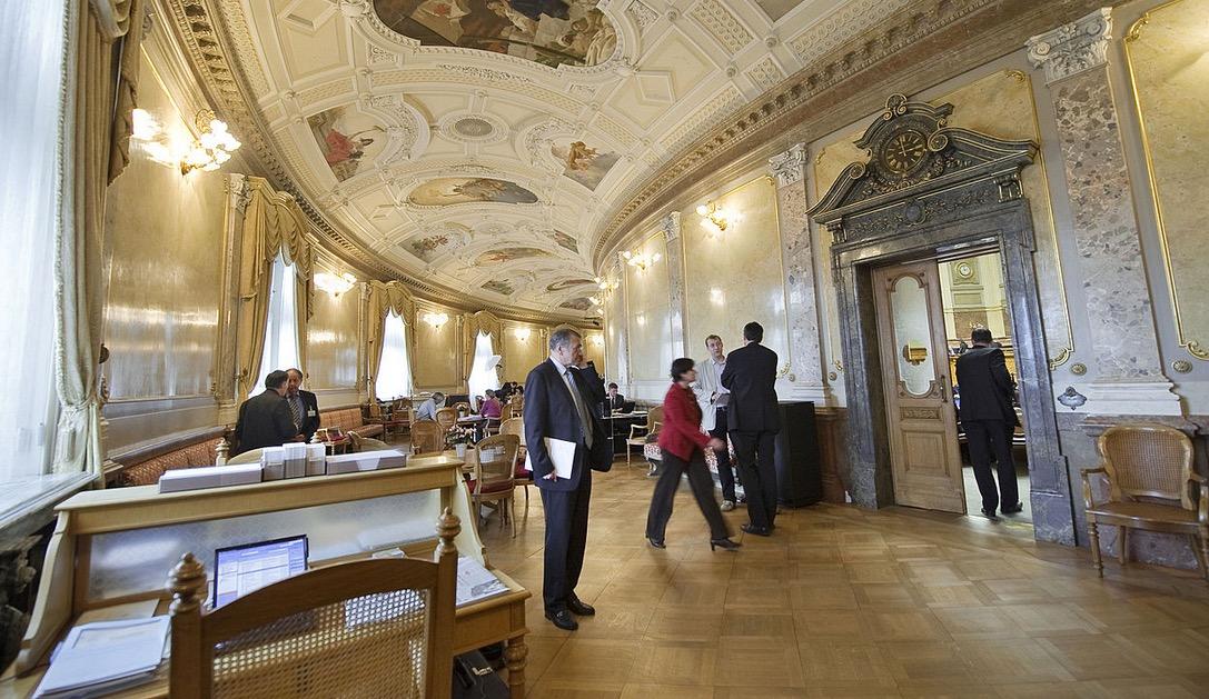 Hier riecht man die Schweizer Politik förmlich. Die Wandelhalle des Bundeshauses.