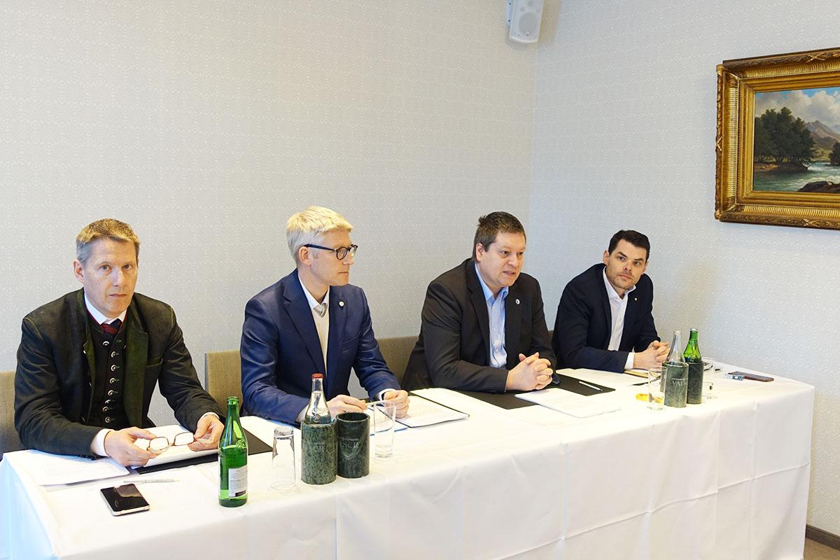 Das bürgerliche Komitee lanciert seine Initiative: Ferdinand Zehnder (Luzern Tourismus), Roger Sonderegger (CVP), Peter With (SVP) und Fabian Reinhard (FDP).