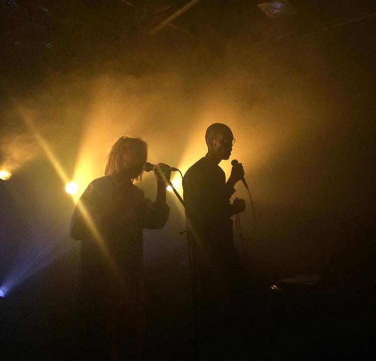 Harmonieren nicht nur stimmlich: Das Luzerner Duo a=f/m (Bild: zvg.)