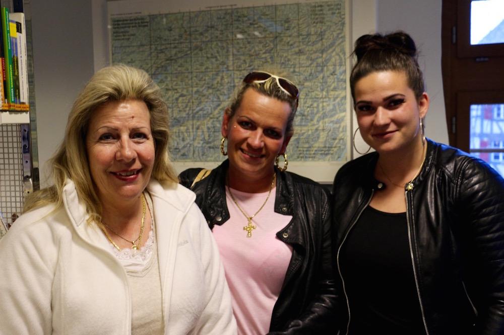 Jris Graf (links) ist mit ihrer Cousine und ihrer Tochter zum Anlass gekommen.