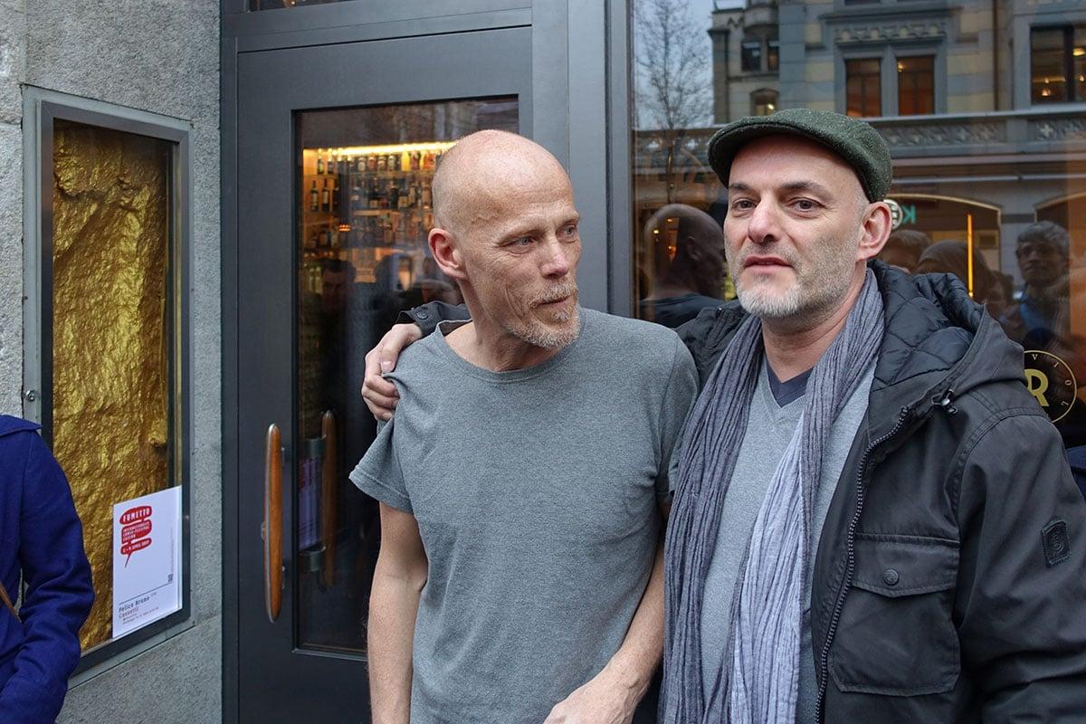 Roger Duvoisin (links) hat die Raviolibar eröffnet, Felice Bruno stellt seine Bilder aus.