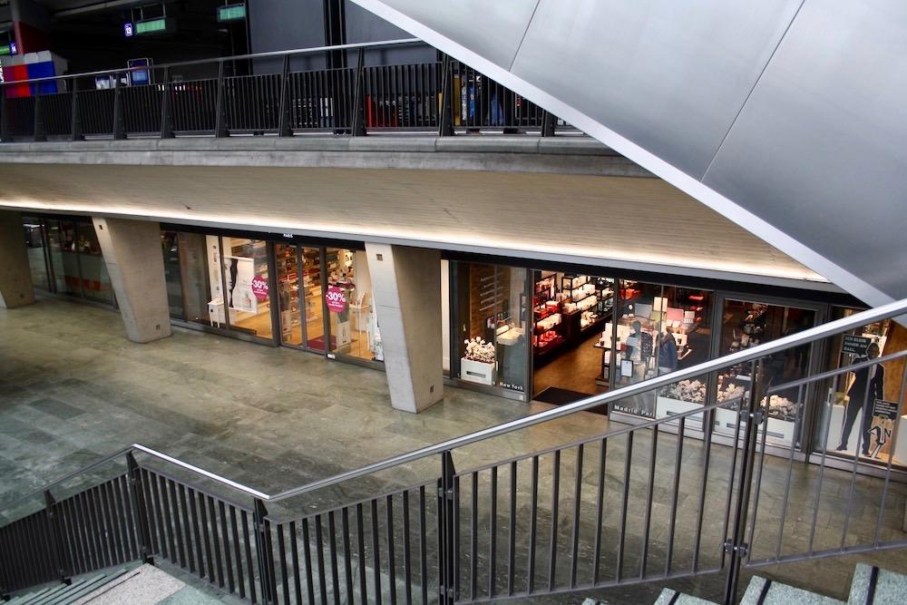 Keine Kunden in Sicht für die Läden im Bahnhofshopping.