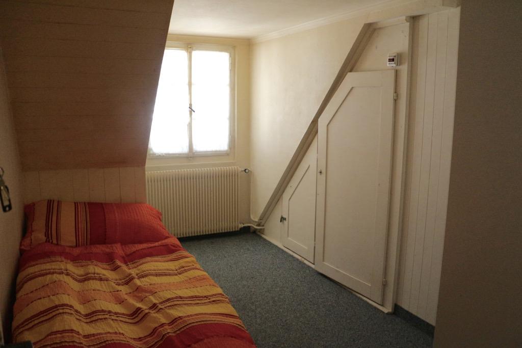 In solchen Notzimmern hausen Menschen in einer Notlage. Wie lange? Zwischen ein paar Tagen bis zu über einem Jahr.