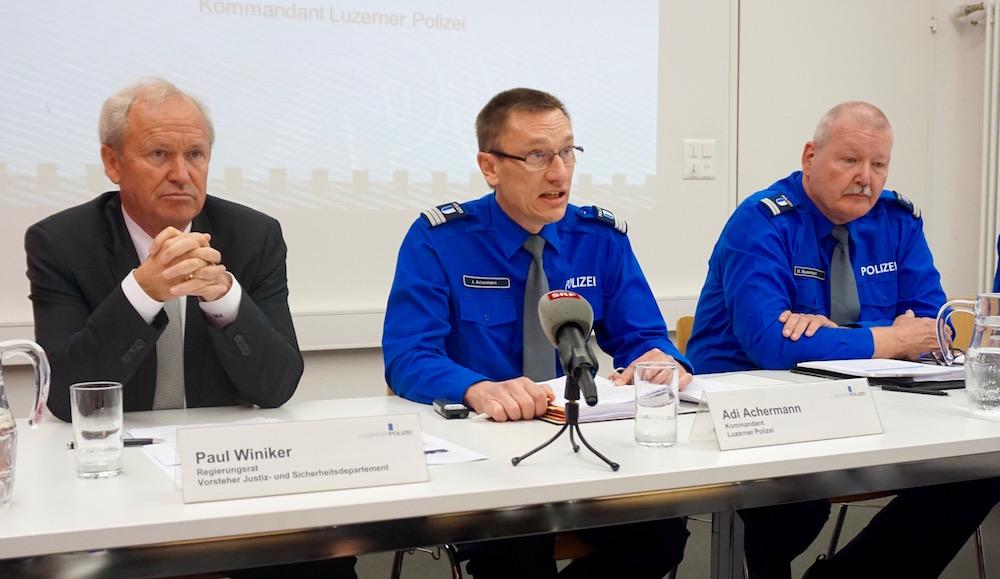 Regierungsrat Paul Winiker, Polizeikommandant Adi Achermann und Kripo-Chef Daniel Bussmann an der Medienkonferenz zur Statistik 2016.