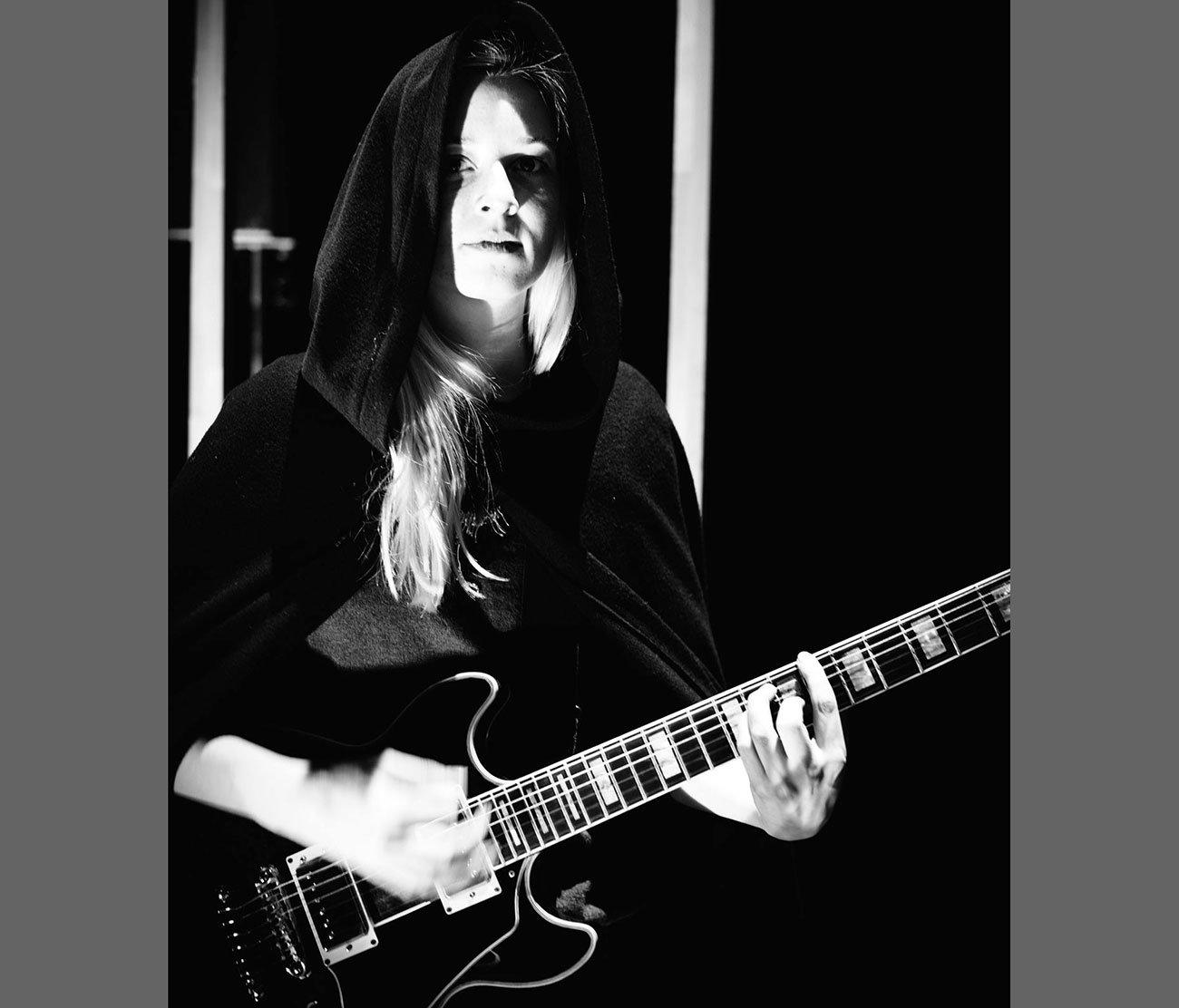Franziska Staubli spielt Gitarre – aber das ist bei Weitem noch nicht alles.