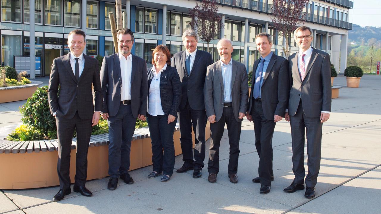 Von links: Heinz Schumacher (Gemeindepräsident Root), Max Hess (Dierikon), Käthy Ruckli (Buchrain), Alois Muri (Gisikon), Amadé Koller (Honau), Daniel Gasser (Ebikon) und Pius Zängerle (Präsident LuzernPlus).