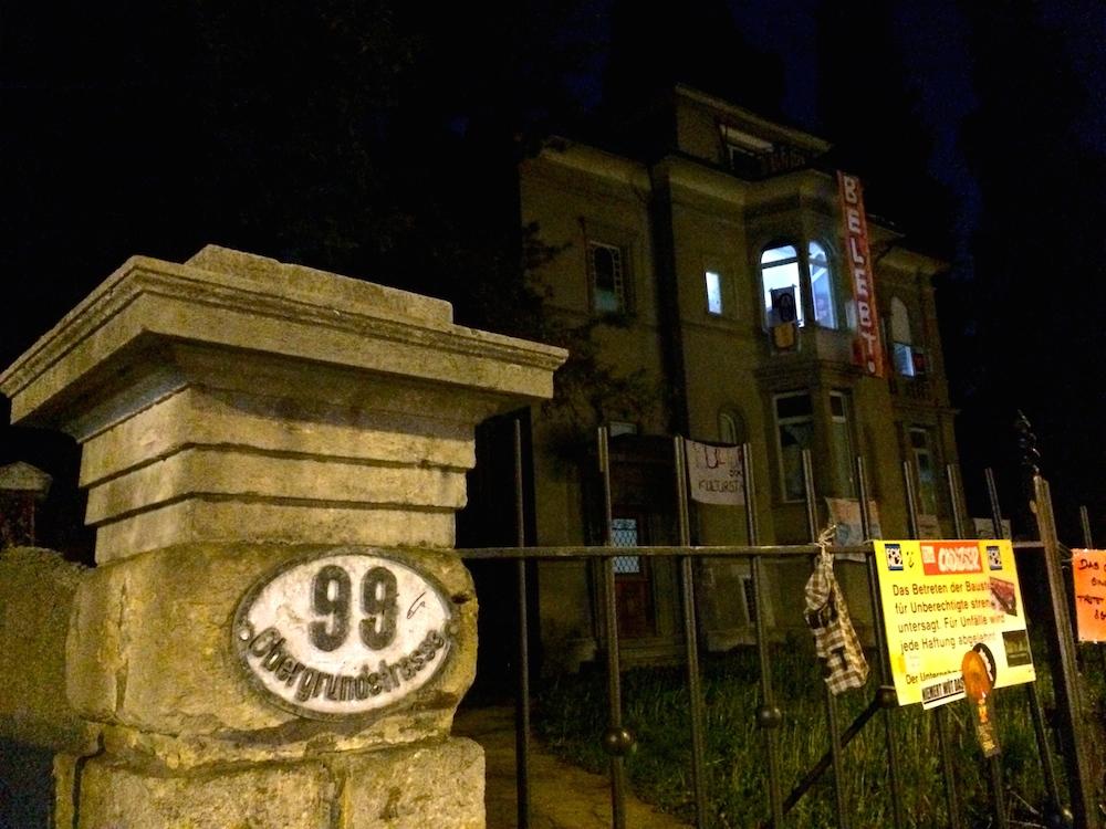 Das besetzte Haus «Gundula» spätabends (Bild: jav)