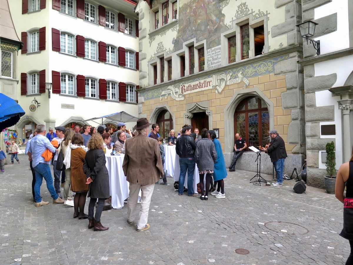 Primavera-Auftakt mit Count Vlad vor dem Rathauskeller.