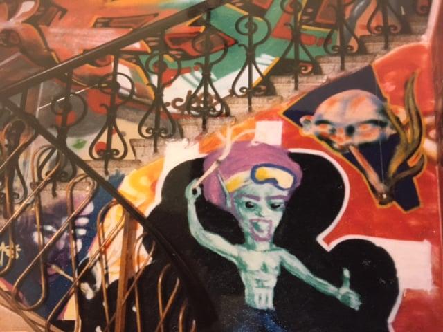 So sah es während der Besetzung Ende der 90er-Jahre im Schloss Schönegg. Graffitis säumten die Wände des Treppenhauses.
