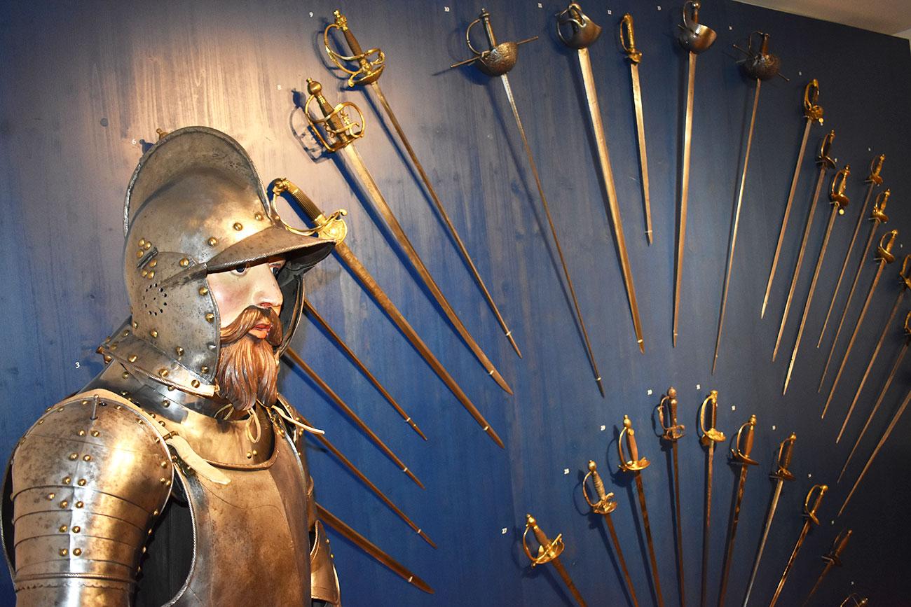Säbel, Degen und Schwerter: Im Sankturbanhof dreht sich alles um historische Griffwaffen.