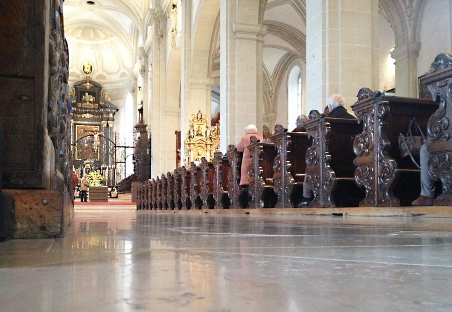Nicht immer traf der Autor auf volle Kirchenbänke (im Bild die Hofkirche Luzern).
