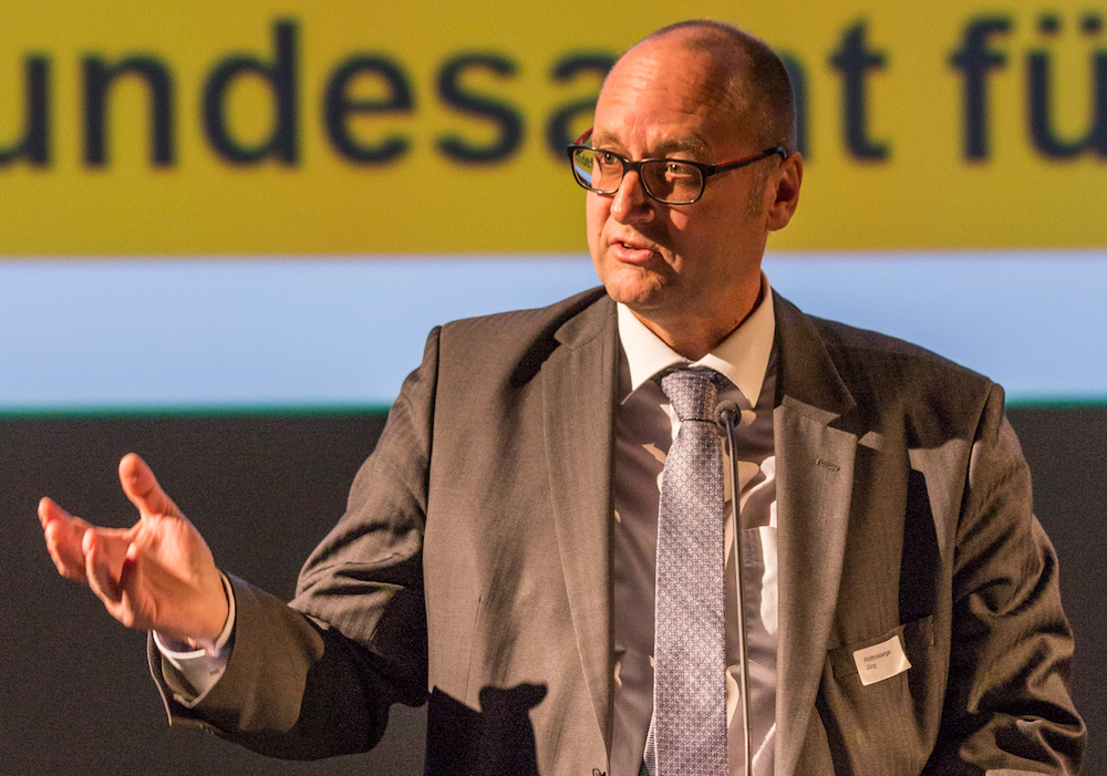 Jürg Röthlisberger, Direktor Bundesamt für Strassen (Astra), sprach zu den Anwesenden.