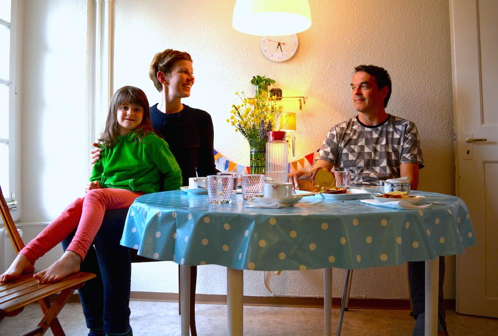 In der 3,5-Zimmerwohnung spielt sich viel vom Familienleben in der Küche ab.
