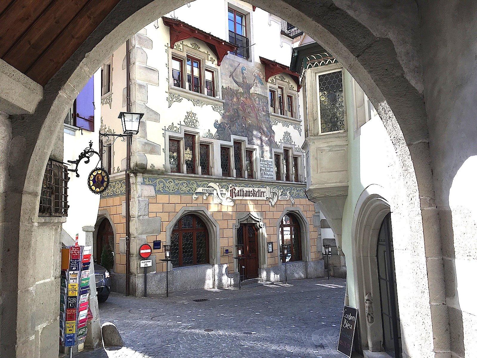 Das Haus aus dem 15. Jahrhundert neben dem Zytturm gehört der Bürgergemeinde Zug. Seit 1902 ist es ein Restaurant.