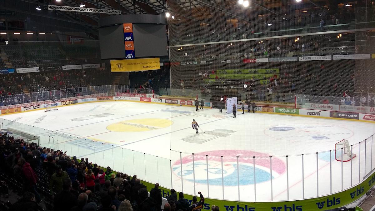 Der SCB fegt Zug weg: Dass der EVZ beim Meistertitel noch ein Wörtchen mitreden kann – für die Berner Fans kein Thema.