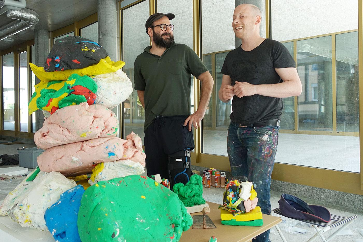 Beratung vor dem offenen Experiment: Reto Leuthold (links) und Paul Lipp im temporären Atelier.