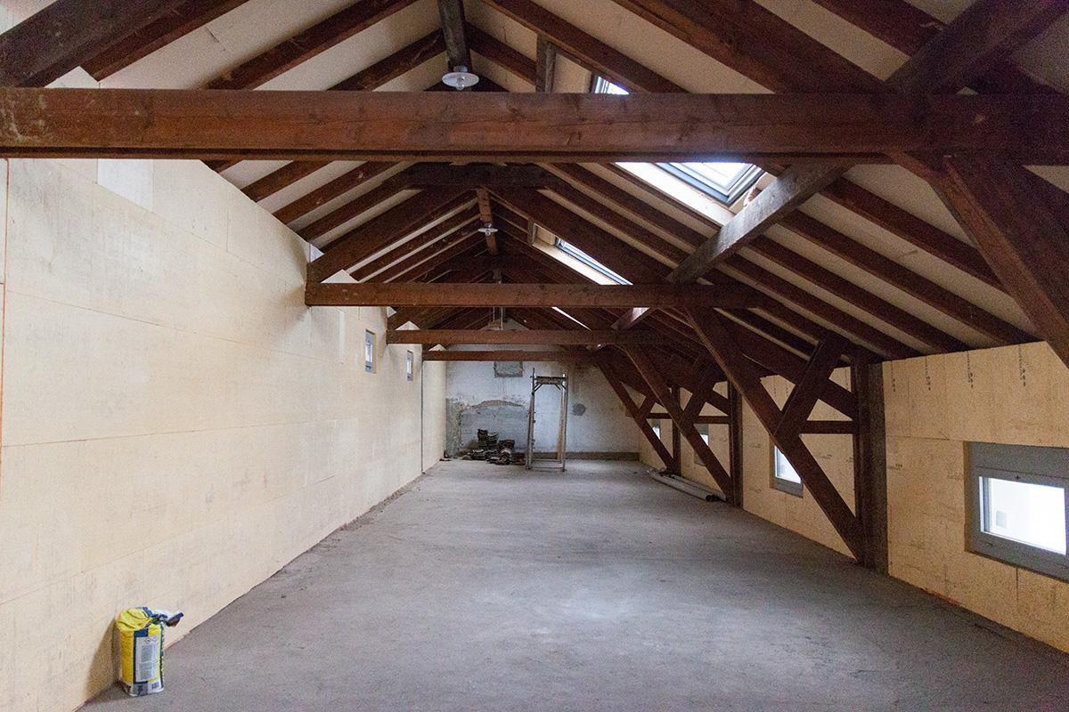 Im Dachgeschoss des ehemaligen Speisehauses entstehen vier separate Clique-Räume für Jugendliche.