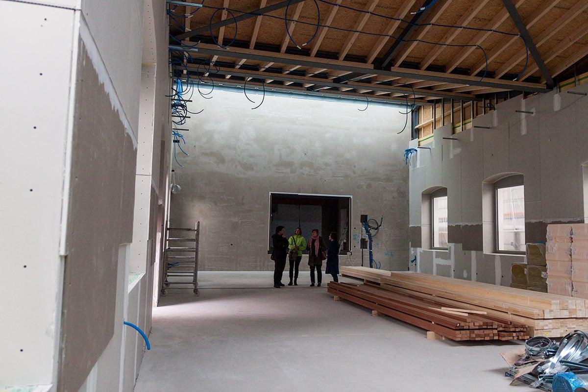 Das markante Sheddach im zukünftigen Schappe-Saal wurde angehoben – nun ist der ehemalige Feuerwehrstützpunkt kaum wiederzuerkennen.