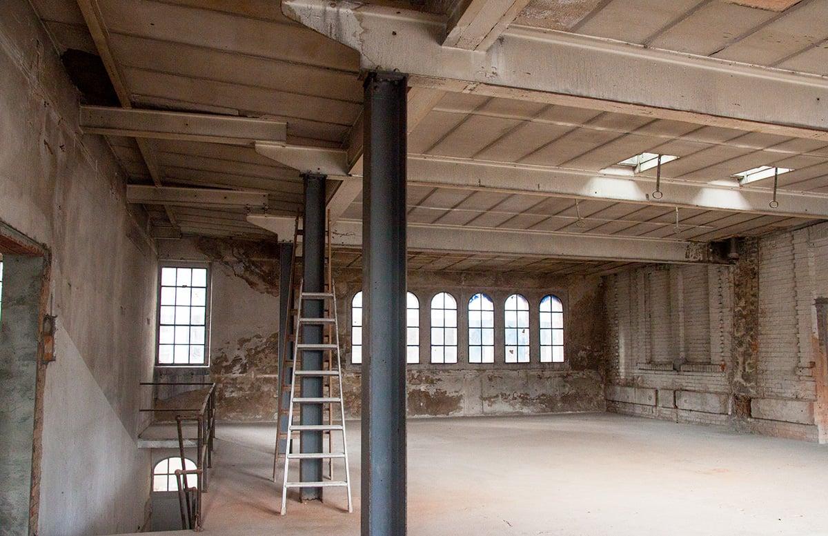 Im Obergeschoss des ehemaligen Kesselhauses entstehen Ateliersräume.