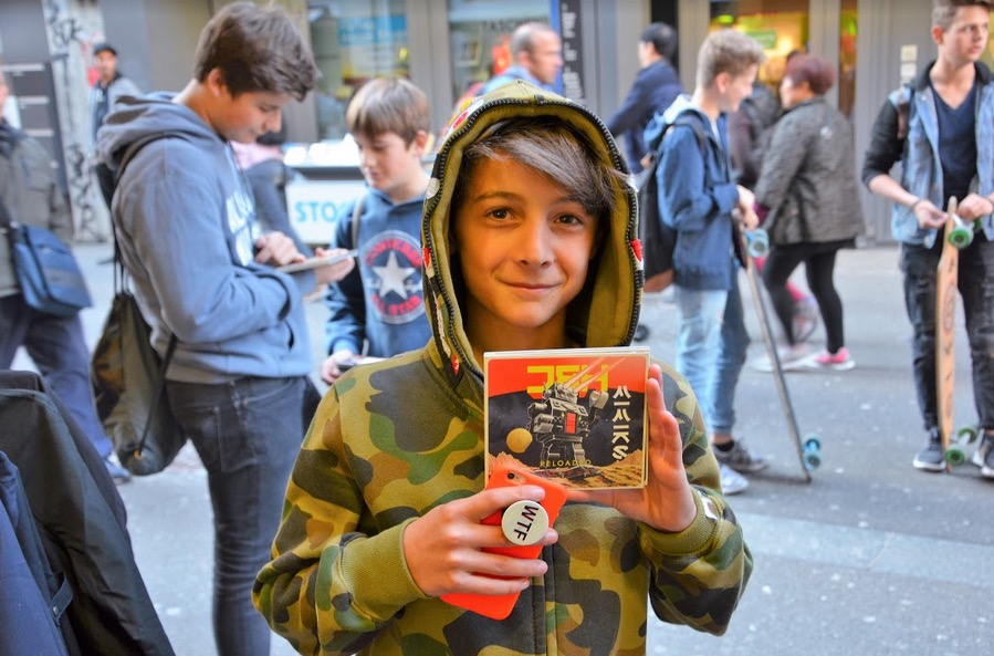 Der 13-jährige Alessandro Cortese freut sich über das neue Mimiks-Album.