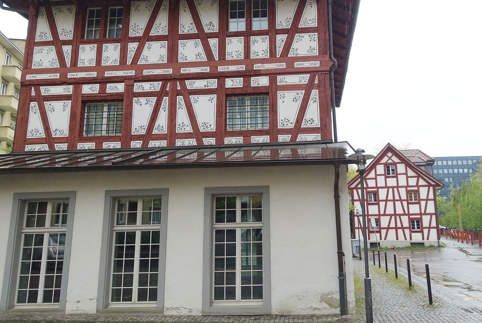 Das hintere kleinere Riegelhaus beim Pilatusplatz würde wegen des Hochhauses versetzt – für André Meyer eine falsche Lösung.