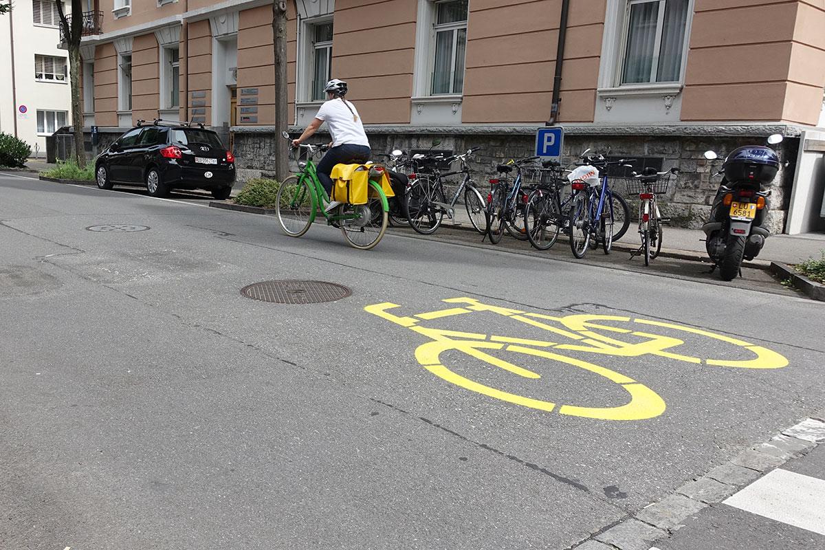 Dieses Piktogramm auf der Bruchstrasse bedeutet Velostrasse. (Bild: jwy)