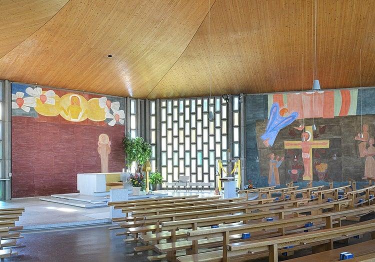 Die Malereien waren vielen zu modern: Fresken von Ferdinand Gehr.