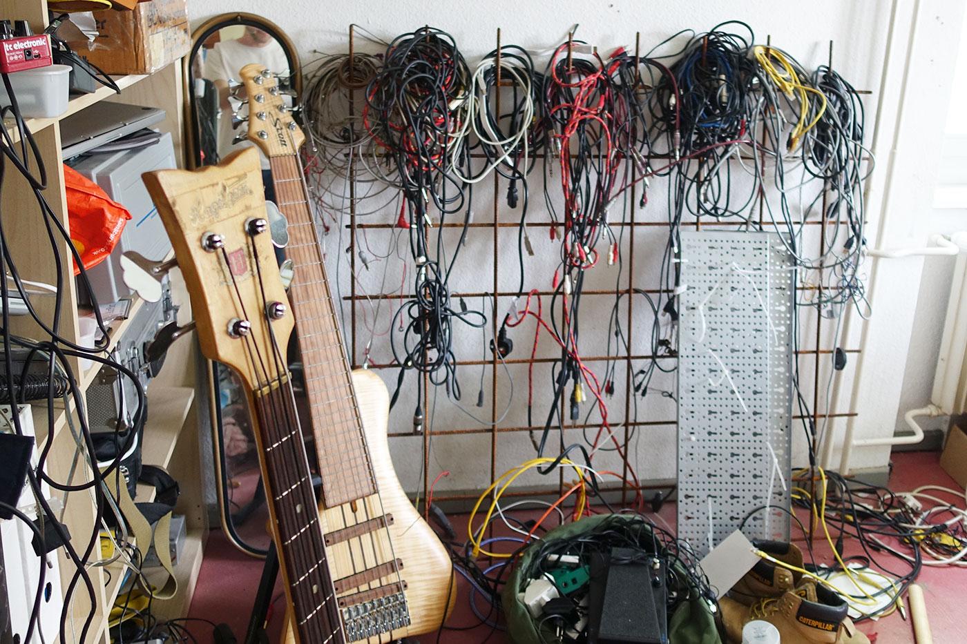 Einblick in die Welt eines Bassisten.