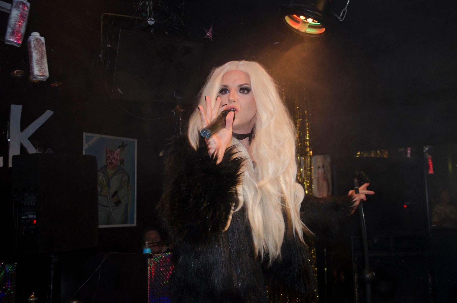 Vicky Goldfinger während einer Performance. Meist ist sie im Zürcher Club «Heaven» anzutreffen.