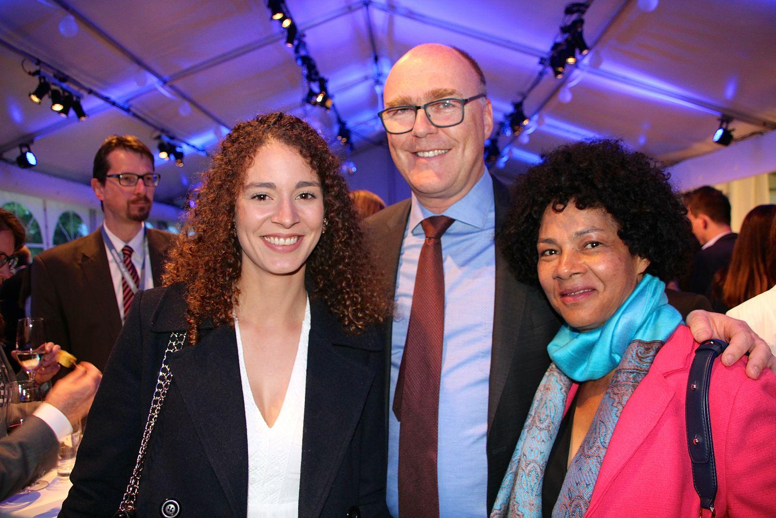 Der Zuger Regierungsrat Martin Pfister mit Tochter Gabriela (l.) und Gattin Cacilda.