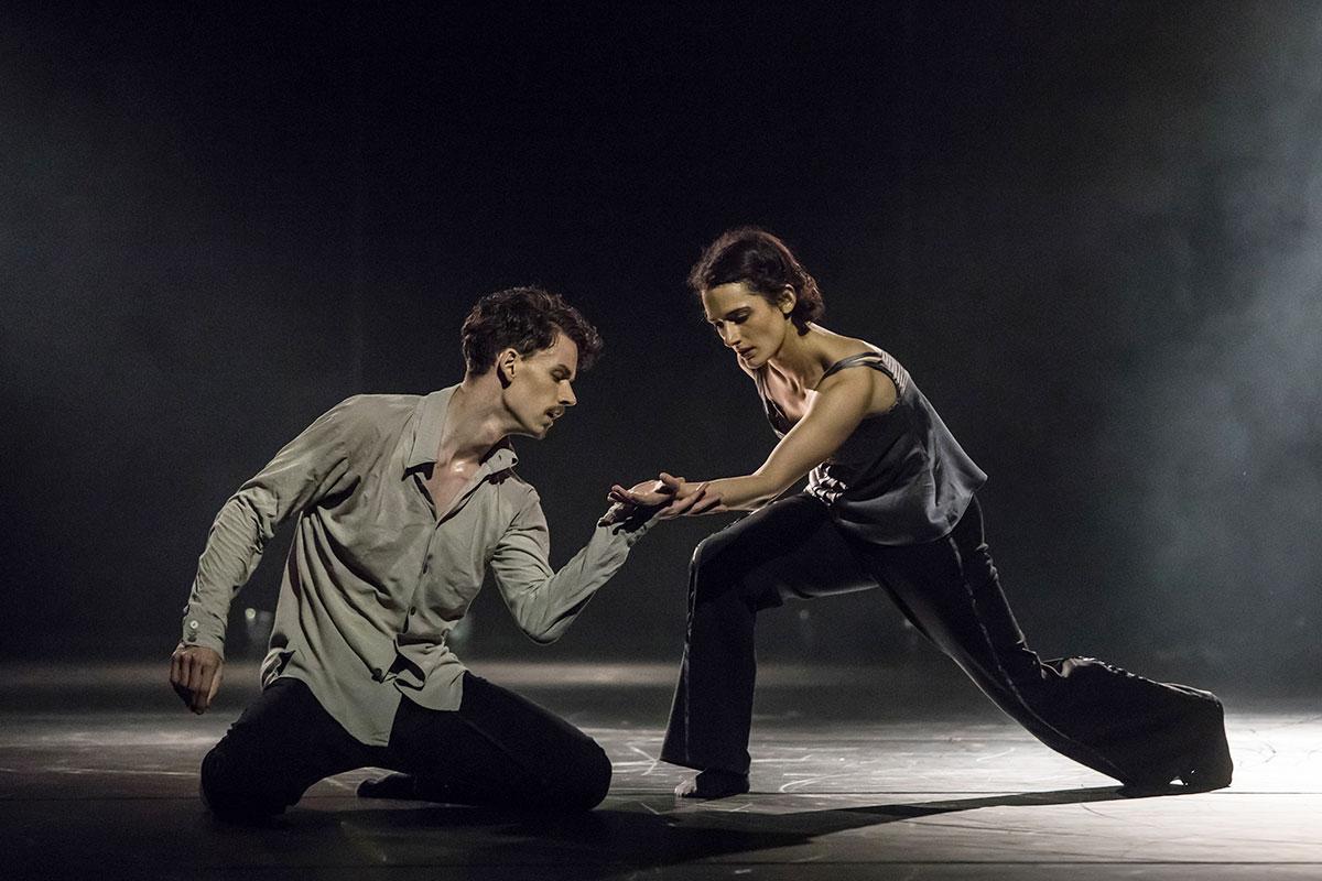 Zach Enquist und Aurélie Robichon: Szene aus «A Picture of You Falling» von Crystal Pite, dem zweiten Stück des Abends.