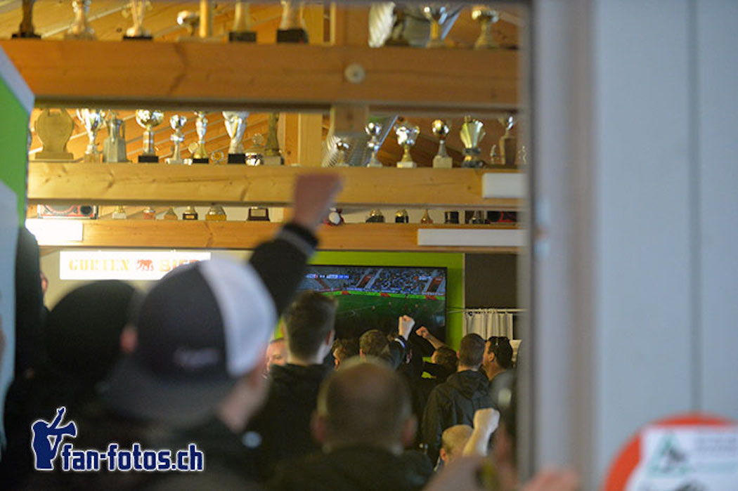 Die FCL-Fans schauten das Spiel im Klubhaus von Rot-Schwarz-Thun.