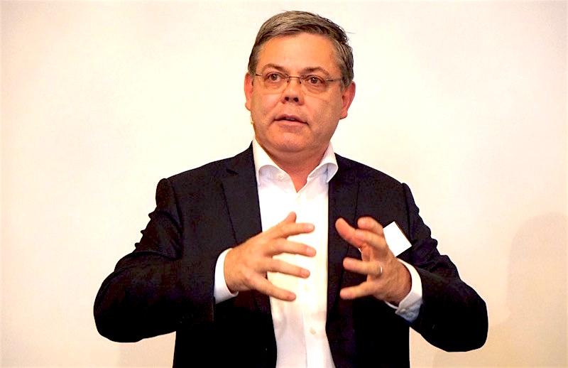 SVP-Nationalrat Franz Grüter hält eine Rede.