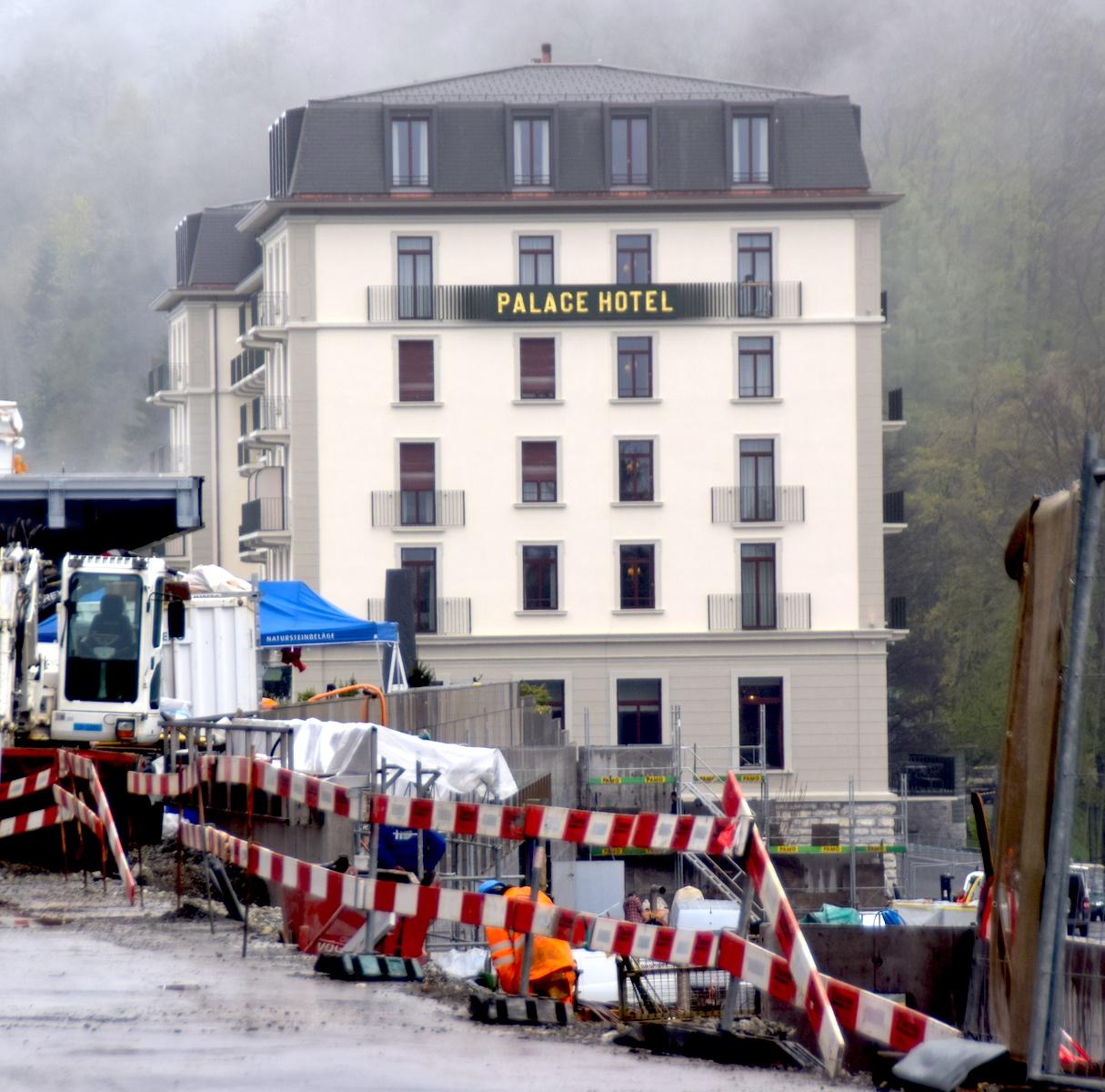 Im Hotel Palace tagen schon Gesellschaften, während an der Zufahrt zum Bürgenstock-Hotel noch Tiefbau-Arbeiten anfallen.