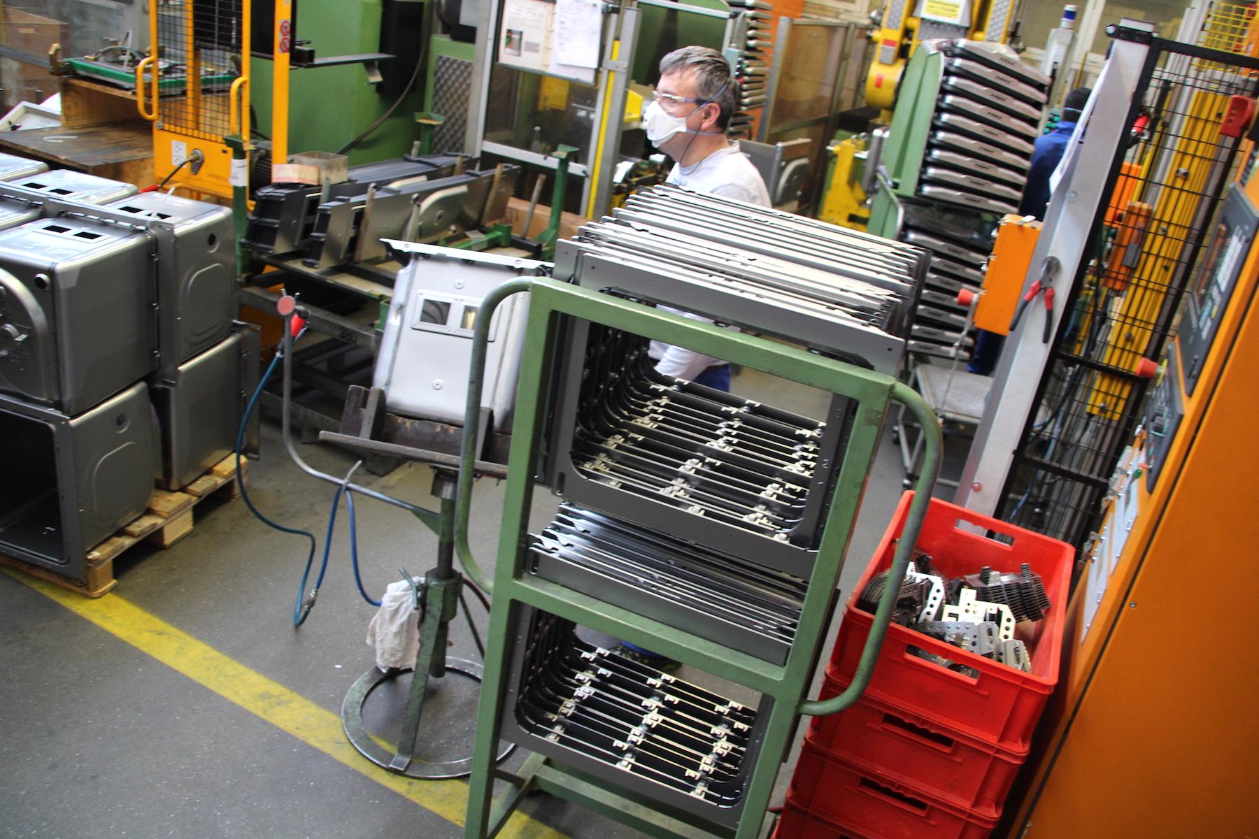 Vieles läuft automatisiert: Gerätemontage bei V-Zug