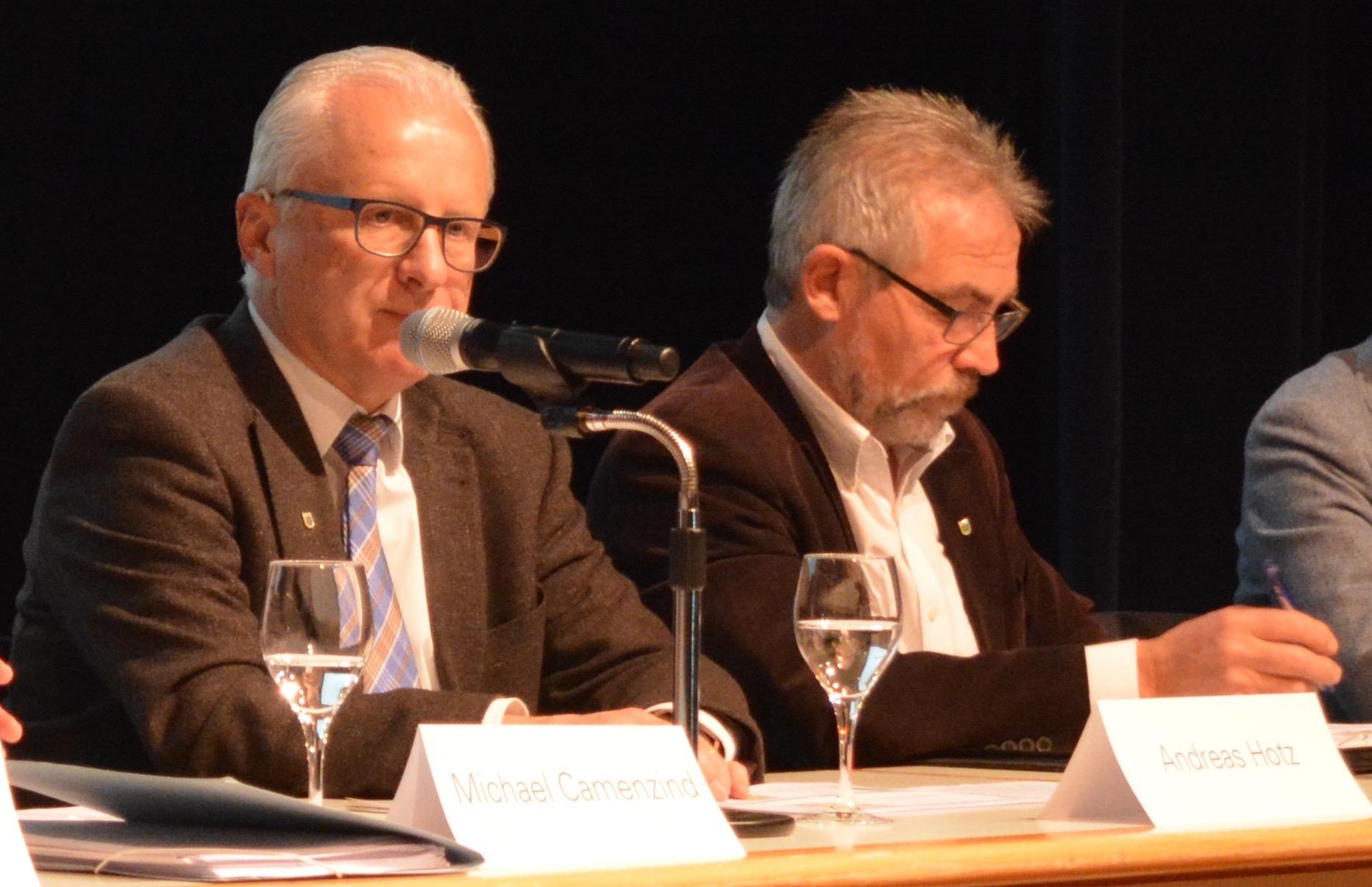 Ausgesprochen lebensfroh: Baars Gemeindepräsident Andreas Hotz und Bauchef Paul Langenegger.