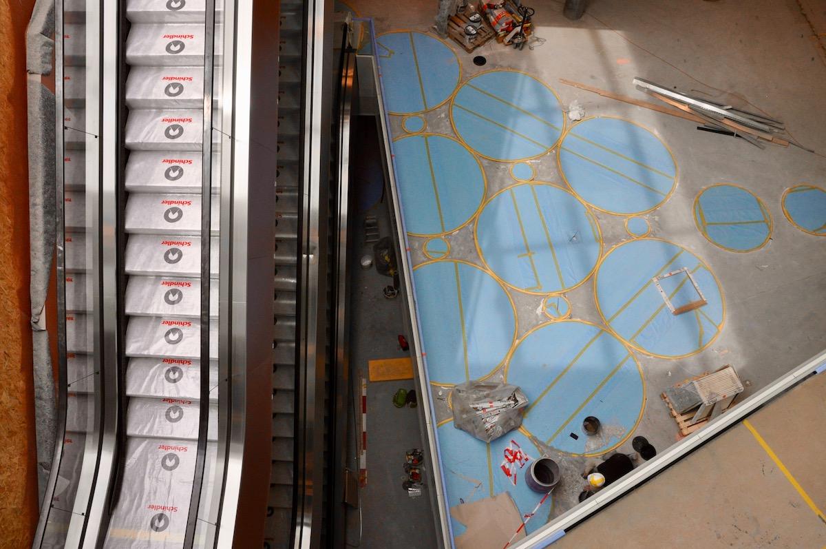 Von oben: Vier Stockwerke hat die Mall of Switzerland.
